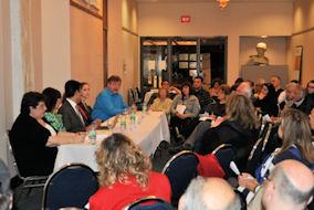 Στιγμιότυπο από τη συνάντηση 'Απομυθοποίηση της Διαδικασίας Μετανάστευσης'. Photo: ©2013- Me, Greek.