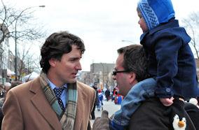 Ο Justin Trudeau είναι ιδιαίτερα αγαπητός στον Ελληνισμό του Μόντρεαλ. Στιγμιότυπο από την παρέλαση της 25ης Μαρτίου. Photo: ©2013- Paris Petrou/Me Greek.