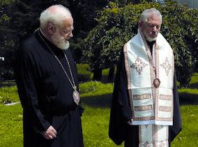 Ο Μητροπολίτης Καναδά Σωτήριος αναπέμπει τρισάγιο στον τάφο του μακαριστού αρχιεπισκόπου Ιακώβου παρουσία του μητροπολίτη Βοστώνης Μεθοδίου