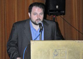 Ο Διευθυντής των σχολείων Πλάτων-Όμηρος, Μιχάλης Πατσατζής. Photo: ©2013 Paris Petrou / Me Greek