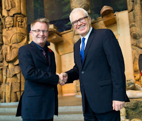 Mark O'Neill, President and CEO of the Canadian Museum of Civilization Corporation with His Excellency Eleftherios Anghelopoulos, Ambassador of Greece to Canada. (CNW Group/Canadian Museum of Civilization)