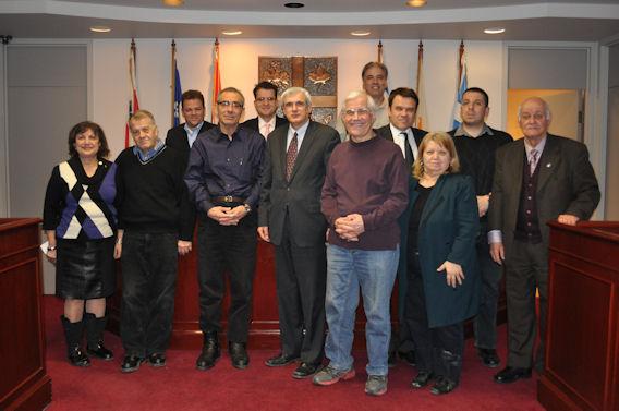 Η αναμνηστική φωτογραφία της συνεδρίασης του ΔΣ της ΕΚΜΜ. Photo: ©2014 Paris Petrou / Me Greek.