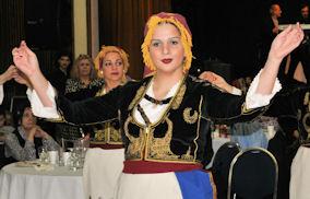 Γεύσεις παραδόσεις και εντυπωσιακά χορευτικά. Photo: © 2014 Paris Petrou / Me Greek.
