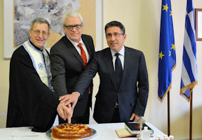 Fr. Alex Michalopoulos, Ambassador Eleftherios Anghelopoulos and the President of the Hellenic Community of Ottawa, Mr. Jim Reklitis. Photo: Courtesy of the Embassy of Greece in Canada.