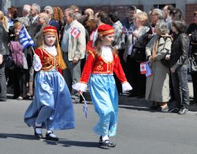 Στιγμιότυπο από προηγούμενη παρέλαση στη Jean Talon. Photo: © Me Greek. Φωτογραφία αρχείου.